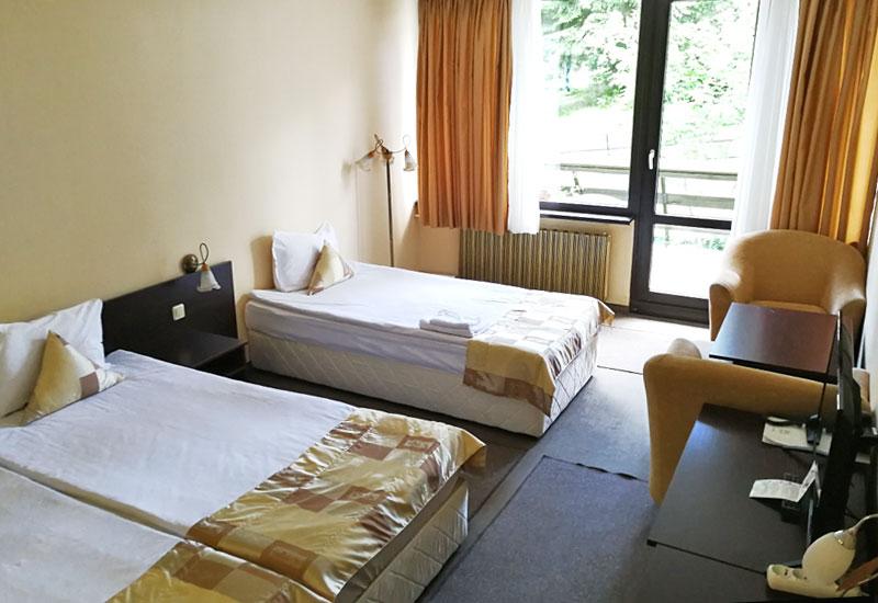 Тройна стая в хотел Ела