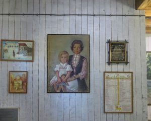 Стена с картини в Царска Бистрица Боровец